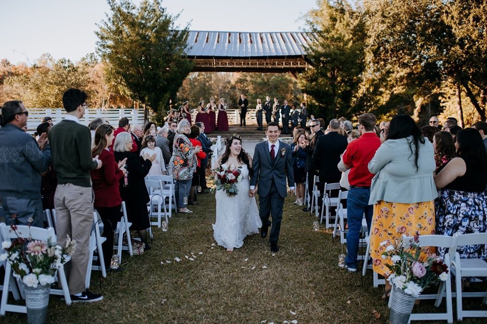 outdoor bride and groom aisle